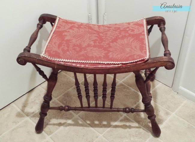 Upholstered mahogany wood antique Victorian vanity chair seat